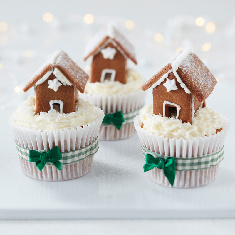 How to Make Mini Gingerbread House Cupcakes – Hobbycraft Blog