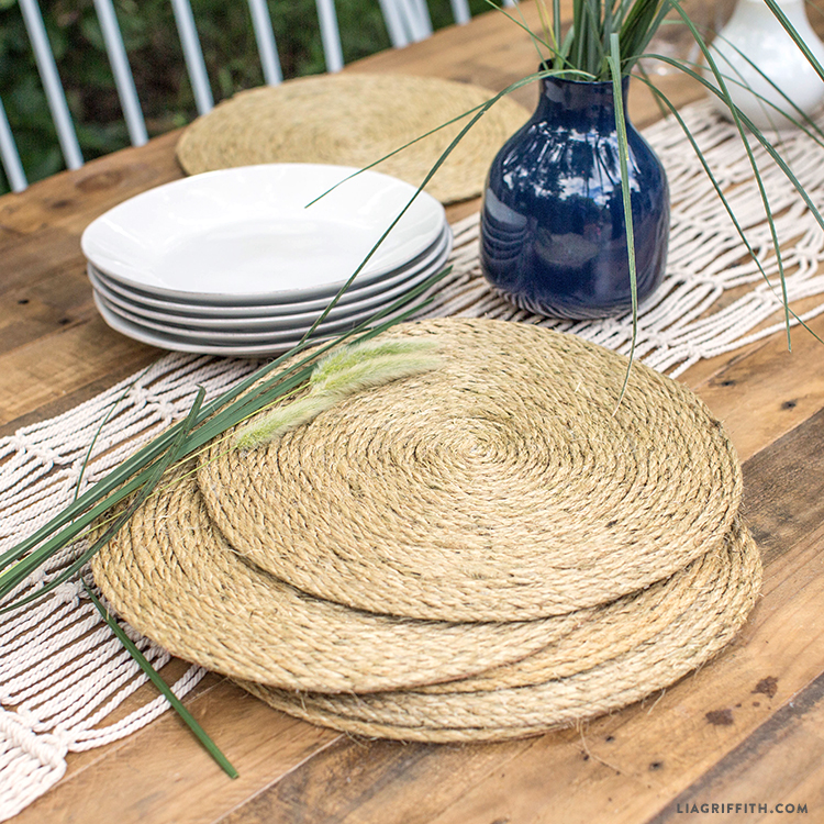 Looking for Outdoor Tableware? Make This Easy DIY Rope Table Charger!
